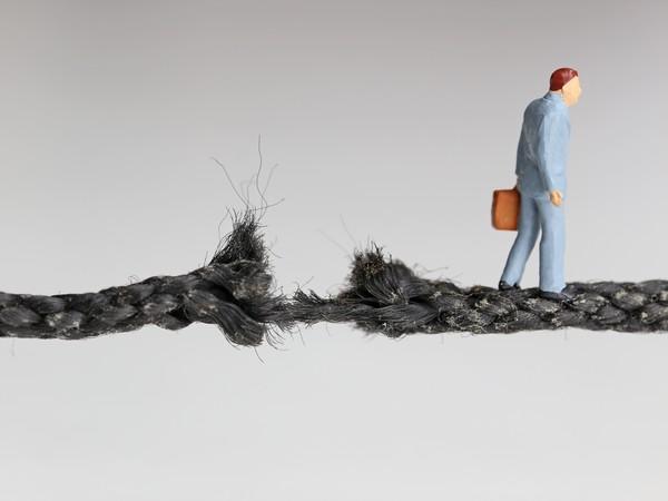 ITエンジニアの雇用条件の悪化と市場の縮小の悪循環